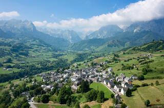 Pyrenees, Lescun, town