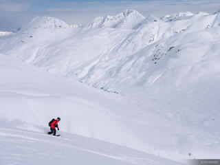 Alaska, Haines, Takhinsha Mountains, snowboarding