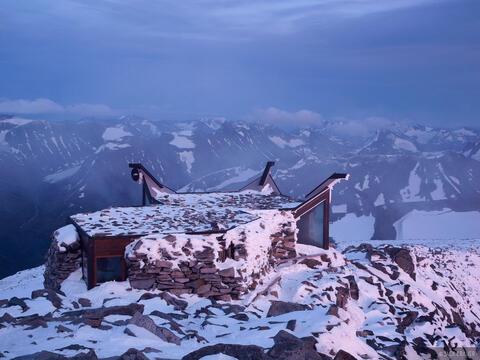 Galdhøpiggen Summit Hut