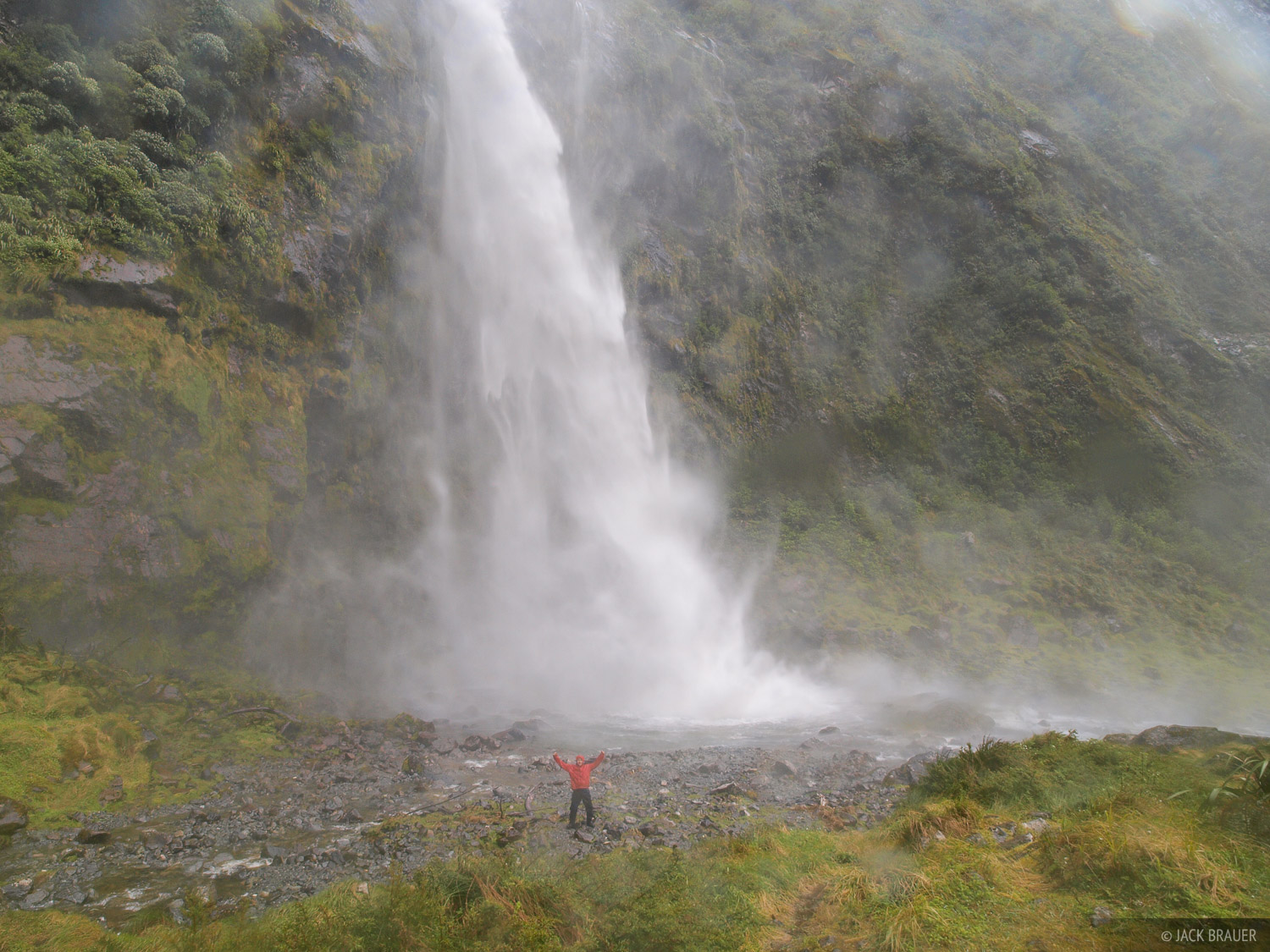 Sutherland Falls, along the Milford Track, drop 580m (1904 ft.), making them one of the tallest waterfalls in New Zealand.