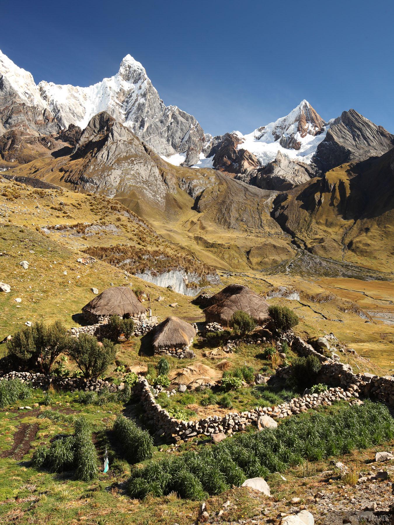 Cordillera Huayhuash, Peru, campesino, Jirishanca, photo