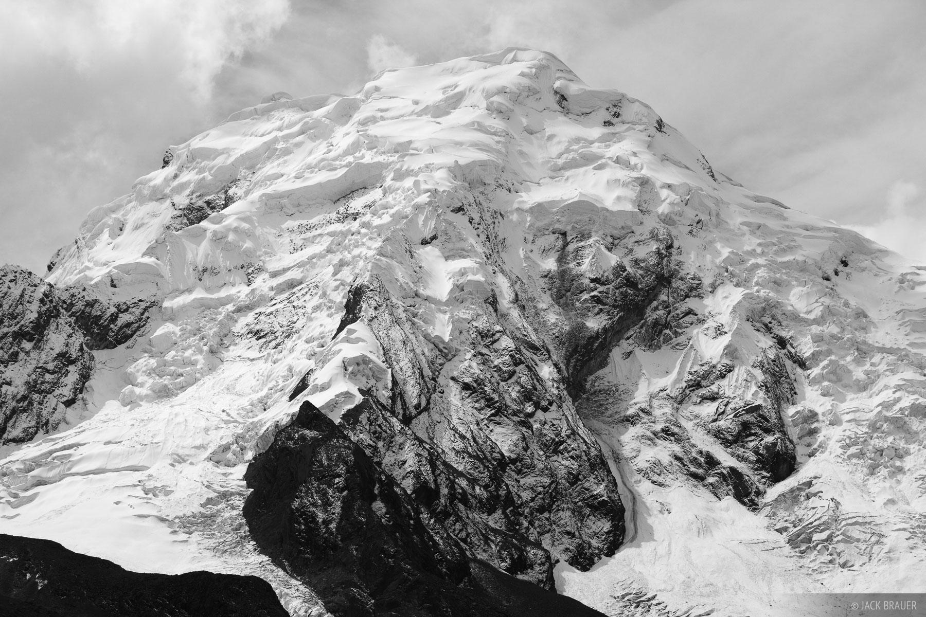 Nevado Pucaranra, Cordillera Blanca, Peru, glaciers, photo
