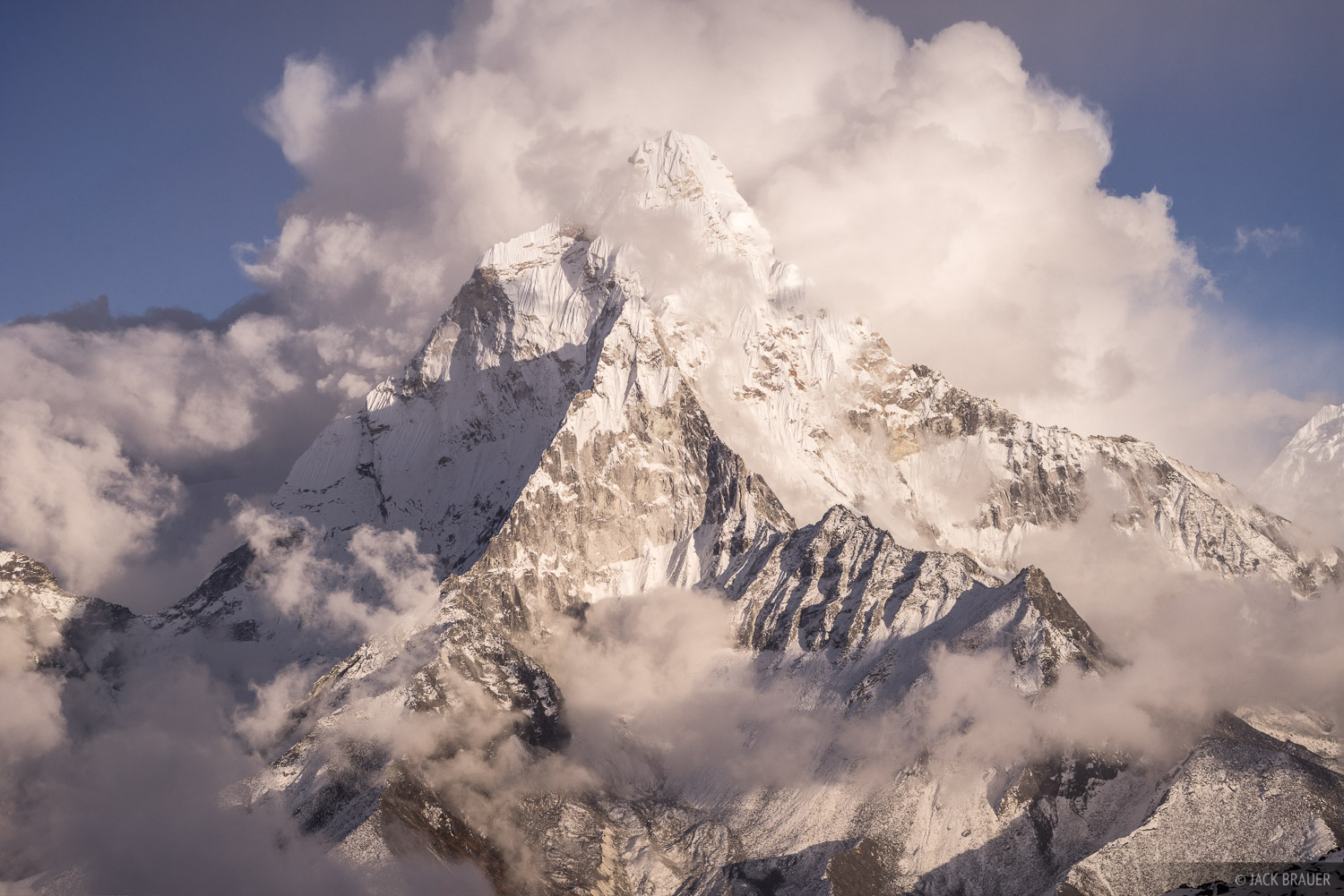 Ama Dablam (6856m / 22,493 ft) emerges from the clouds.
