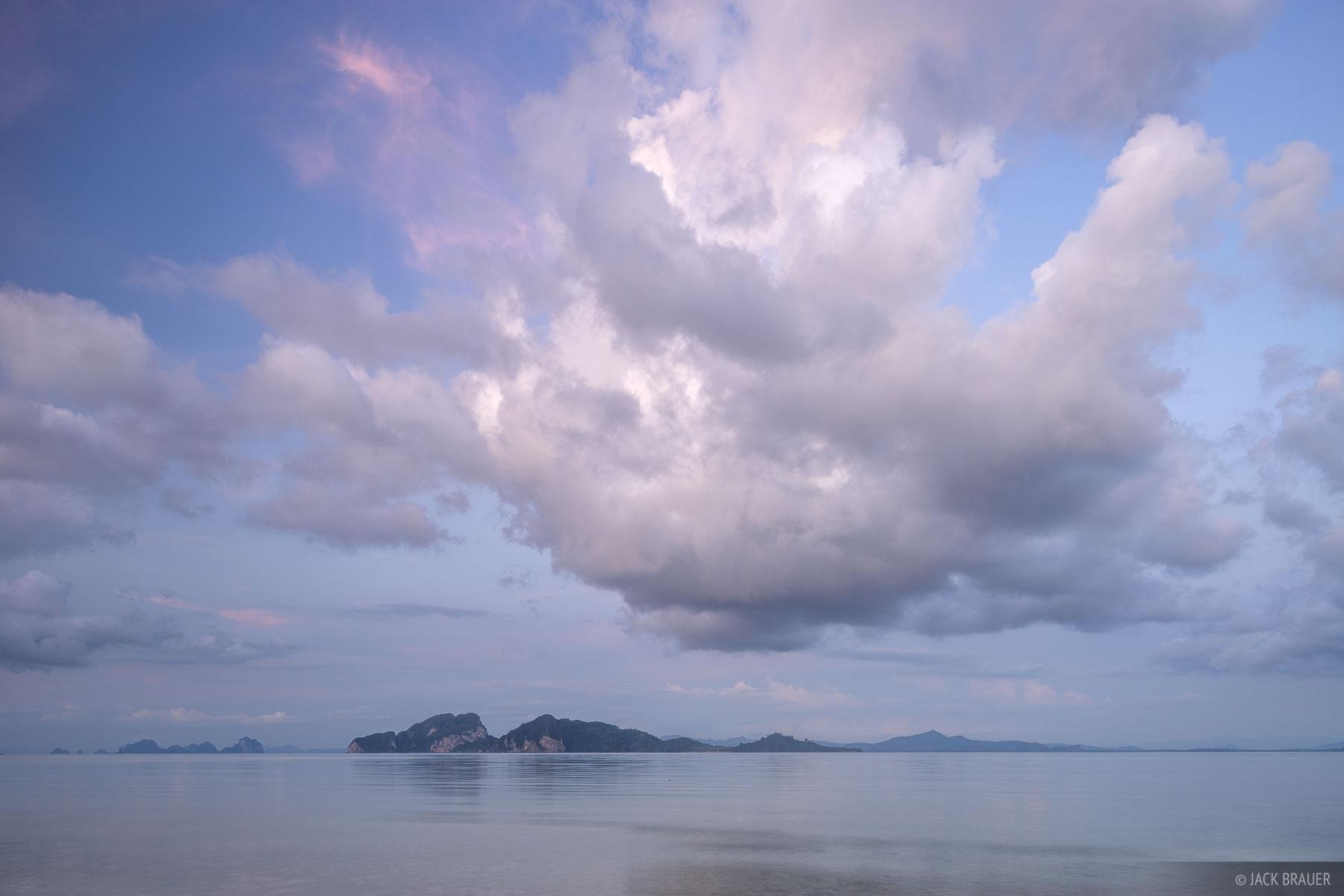 A big cottonball cloud over Ko Muk, as seen from Ko Kradan.