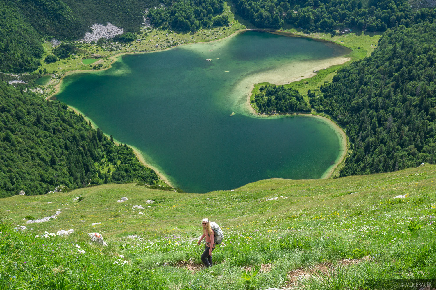 Hiking above Trnovacko Lake.