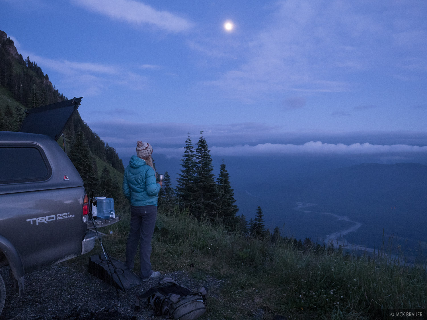 Before heading over the North Cascades Highway we spent an evening at the Sauk Mountain trailhead.