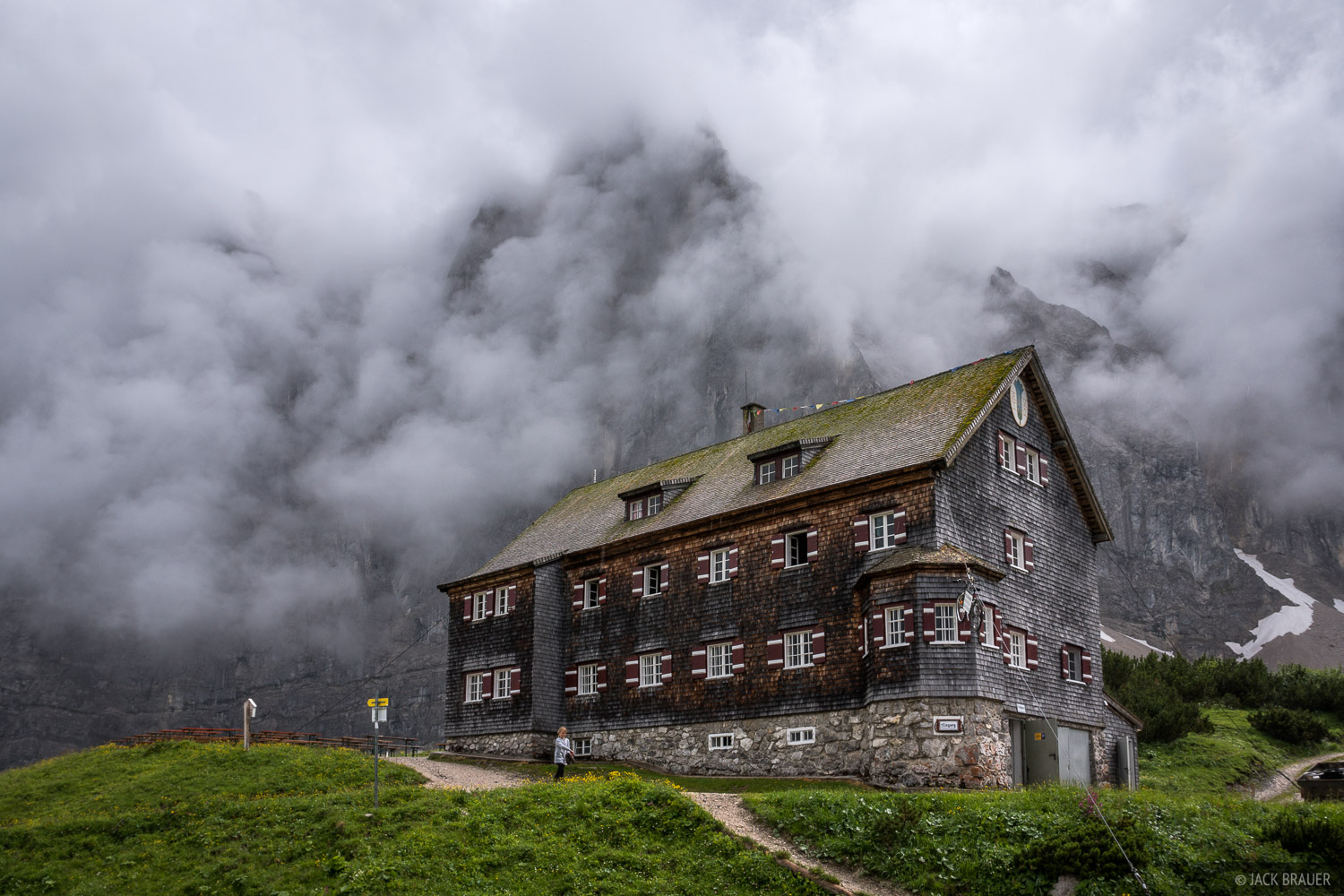 Clouds swirl around the vertical walls of the Laliderer Spitze (2588m) above the Falkenhütte.