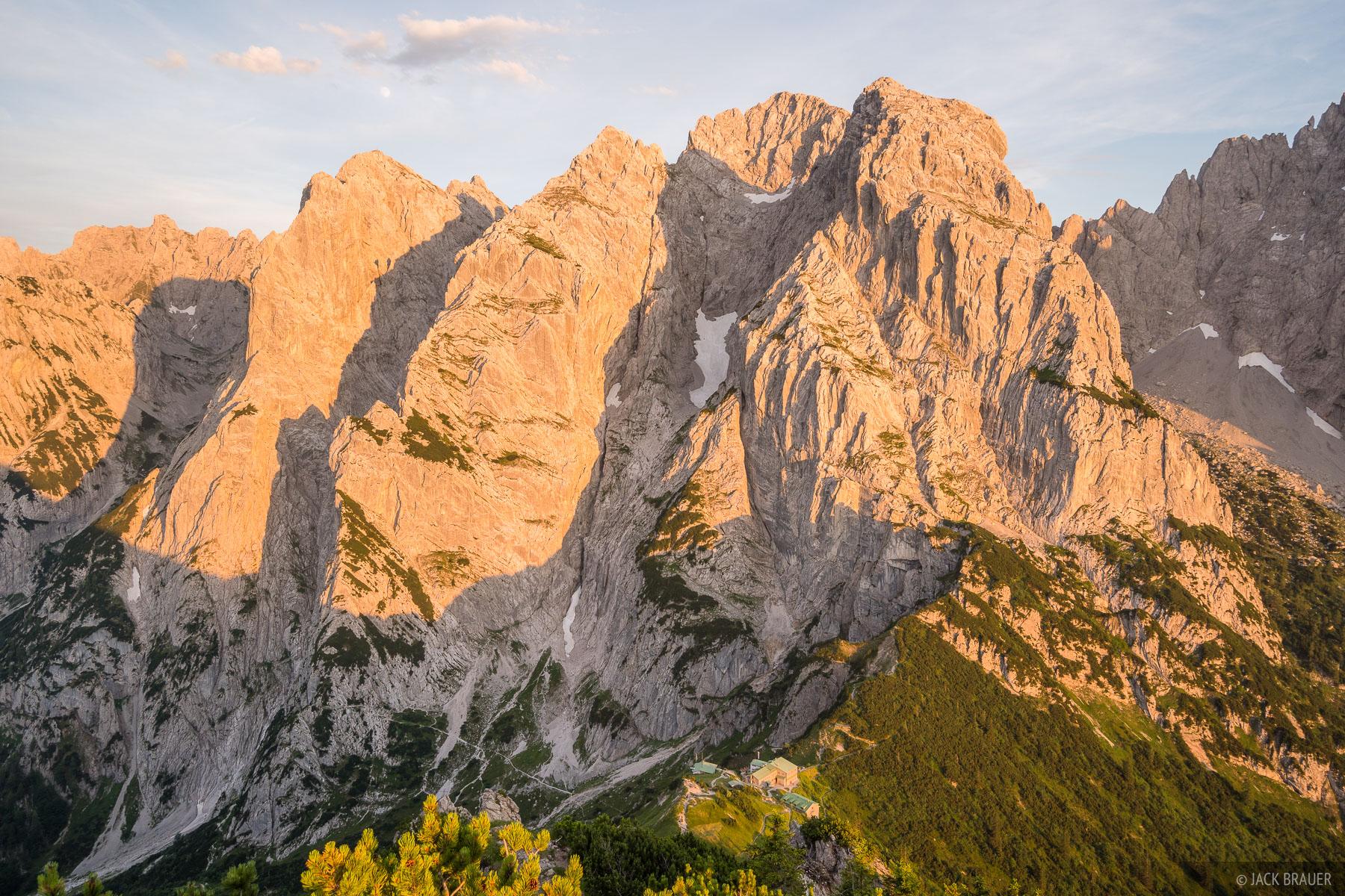 Austria, Kaisergebirge, Stripsenjochhaus, Stripsenkopf, Wilder Kaiser, sunset, hut, photo