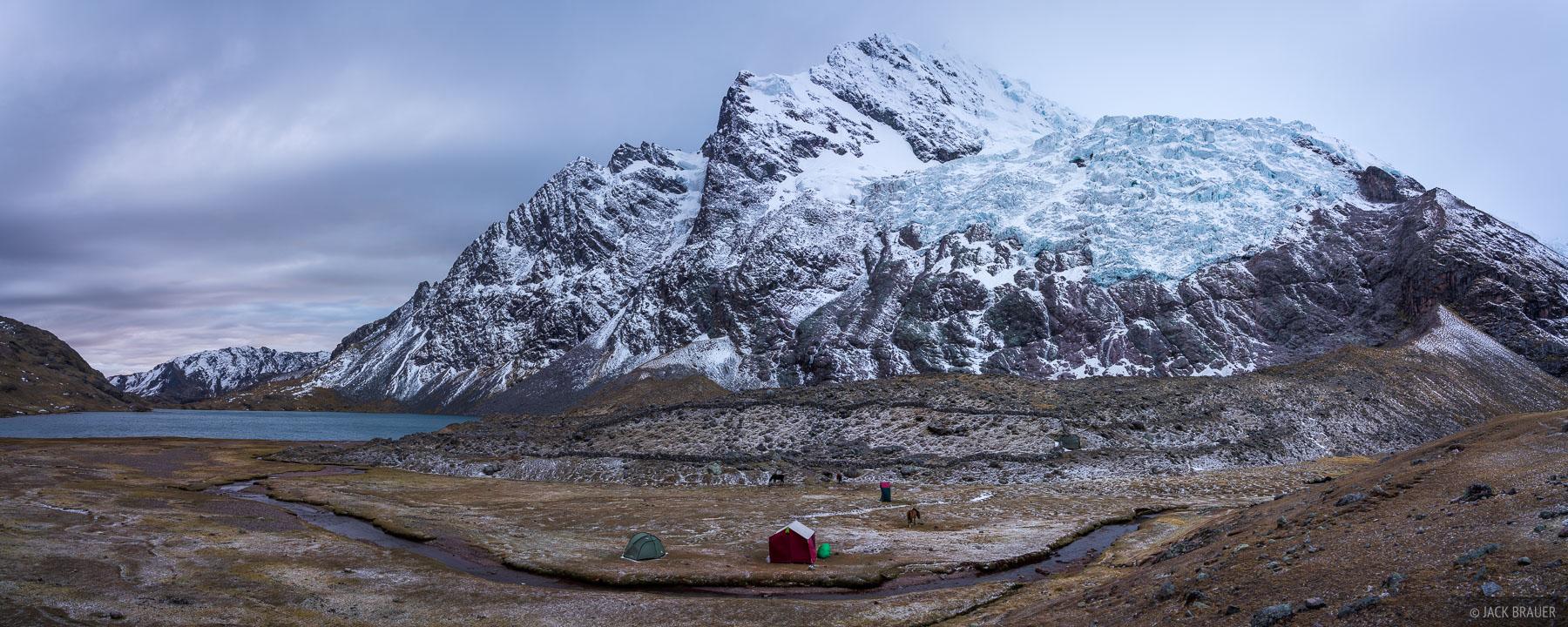 Ausangate, Cordillera Vilcanota, Lago Jatun Pucacocha, Peru, South America, tent, photo