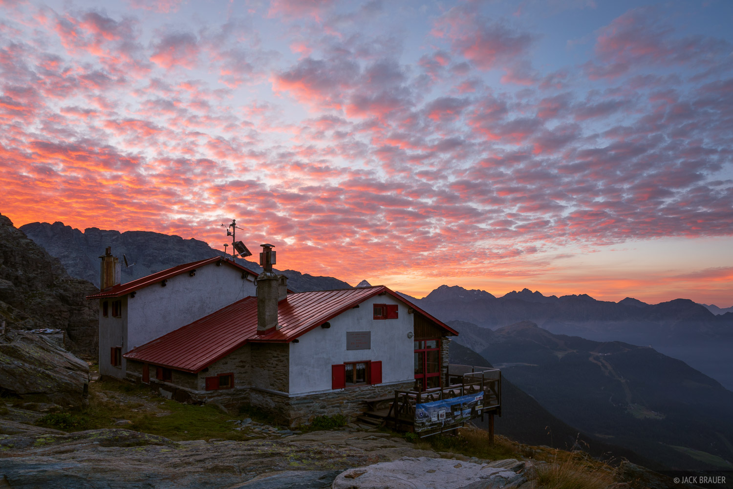 A beautiful sunrise over Rifugio Longoni.
