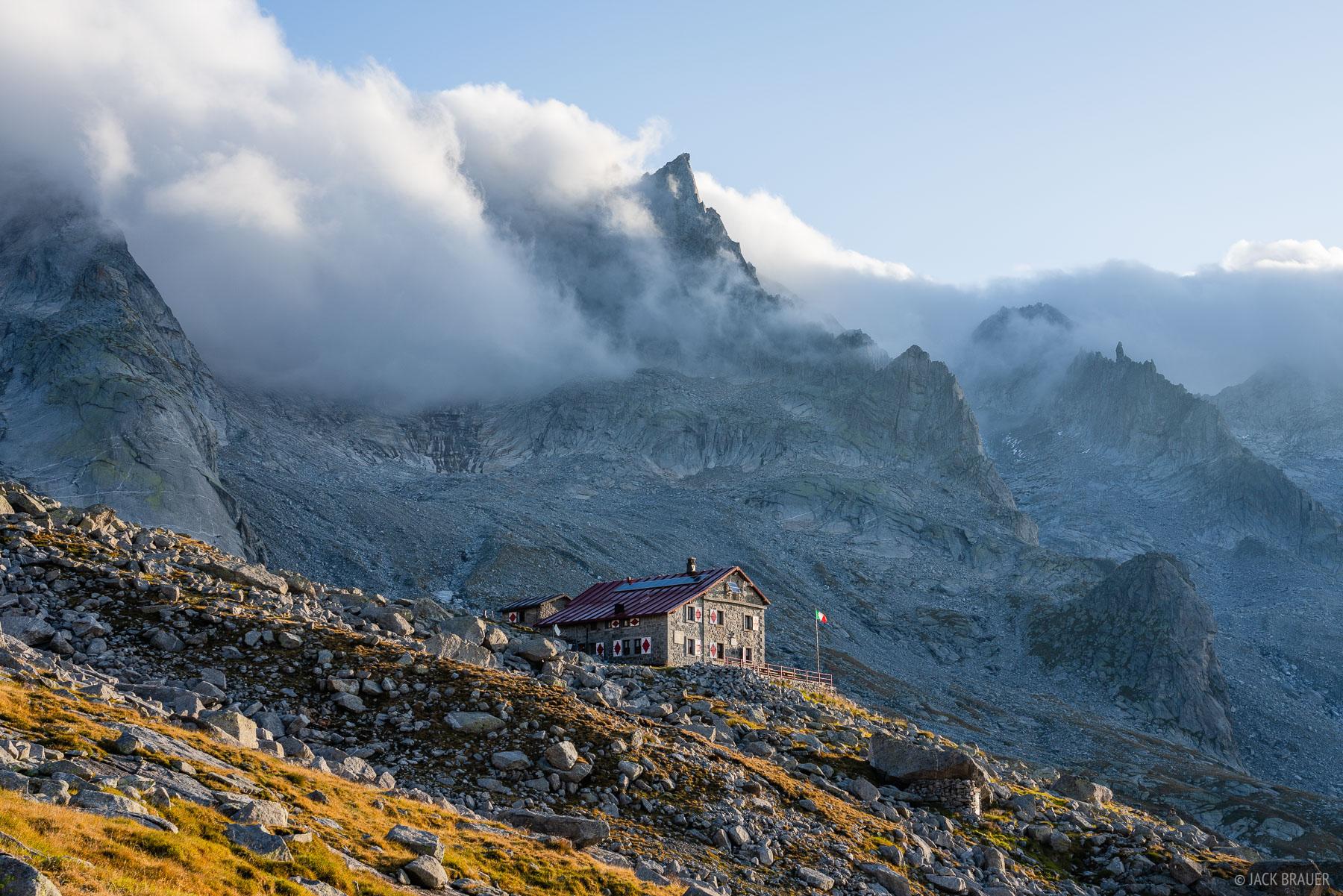 Italy, Pizzo Cengalo, Rhaetian Alps, Rifugio Gianetti, Val Masino, Valle Porcellizzo, hut, photo