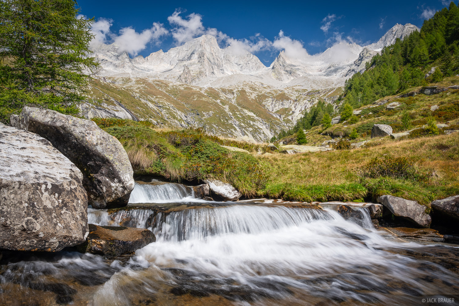 Italy, Pizzo Cengalo, Rhaetian Alps, Val Masino, Valle Porcellizzo, waterfall, photo